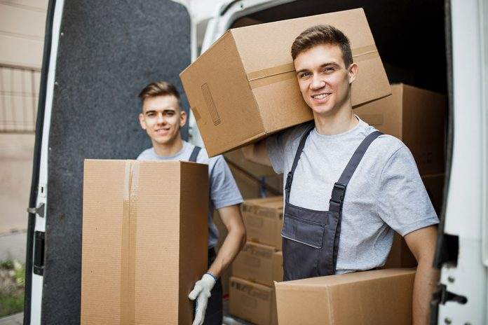 Przenoszenie artykułów gospodarstwa domowego między dwoma domami